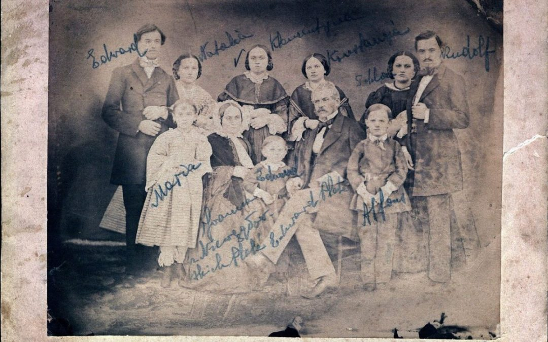 7 Signs It's Time to Update Your Family Portraits